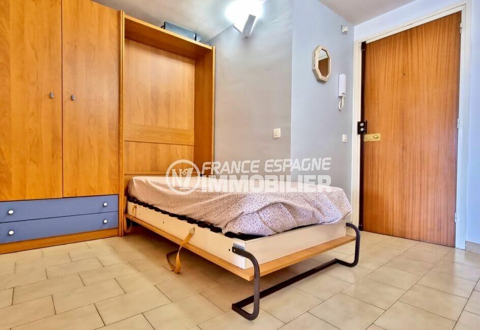 immobilier costa brava vue mer: appartement 40 m² avec amarre, hall d'entrée avec chambre alcôve