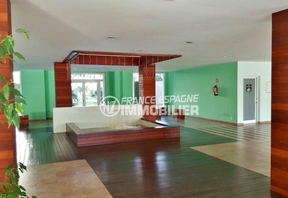 immo center rosas: appartement 2 chambres 81 m², hall d'entrée de la résidence