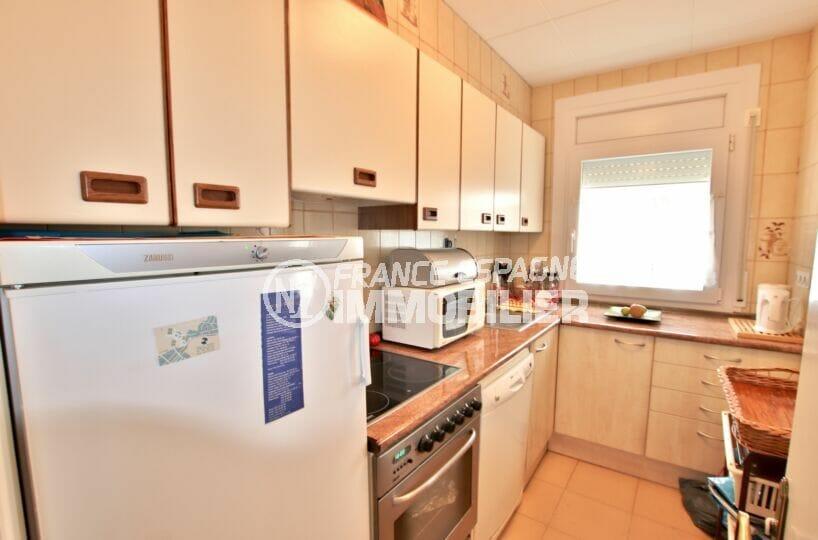 immo roses: villa 4 chambres 135 m², cuisine aménagée et équipée