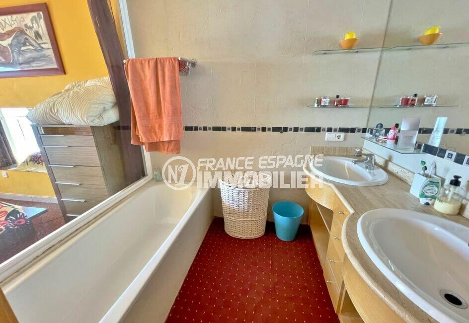 vente maison rosas espagne, 227 m² avec salle de bain dans la suite parentale
