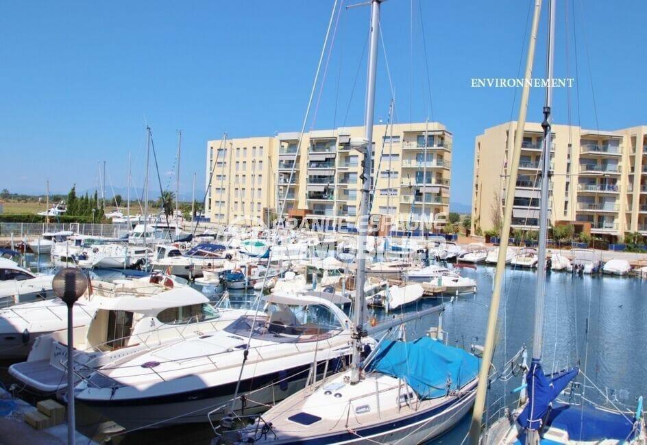 port de plaisance de rosas avec près de 400 amarres pour embarcations à résidence ou de passage
