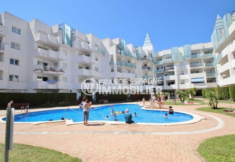 immo roses: appartement 2 chambres 81 m², piscine dans la résidence