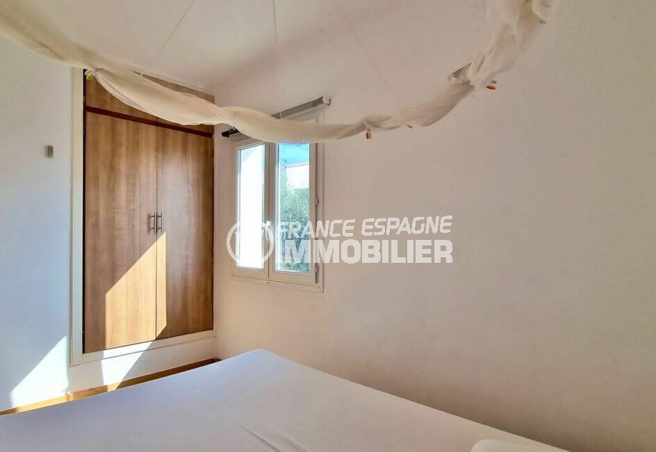 achat maison roses espagne, 3 chambres 101 m², première chambre avec grande penderie