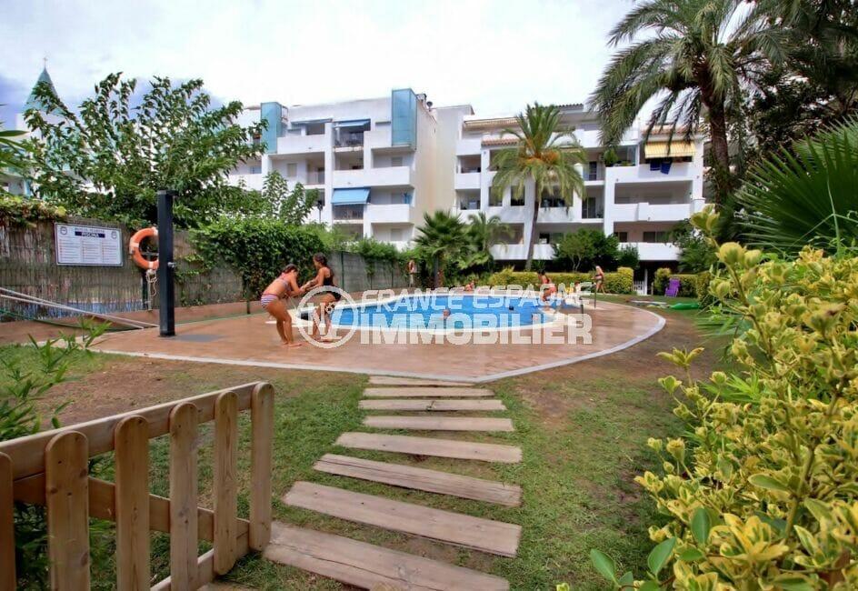 immo center rosas: appartement 2 pièces 48 m², dans petite résidence avec piscine