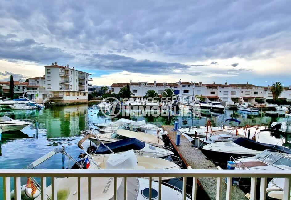 empuriabrava immo: appartement 40 m² 2 chambres, agréable vue sur la marina du salon