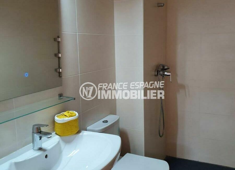 immo roses: villa 3 chambres 140 m², première salle d'eau avec wc et douche