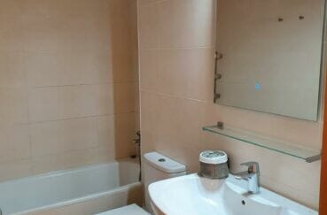 la costa brava: villa 3 chambres 140 m², seconde salle de bains avec wc et baignoire