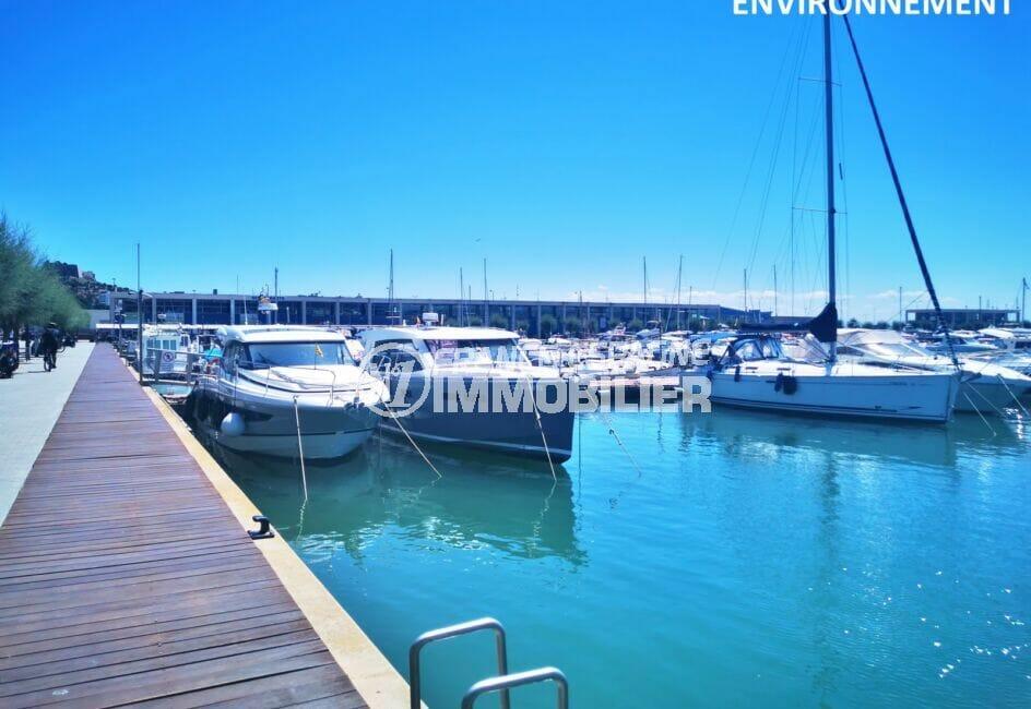 le port de plainsance de rosas à 100 m, abrite près de 400 embarcations en fixe ou de passage