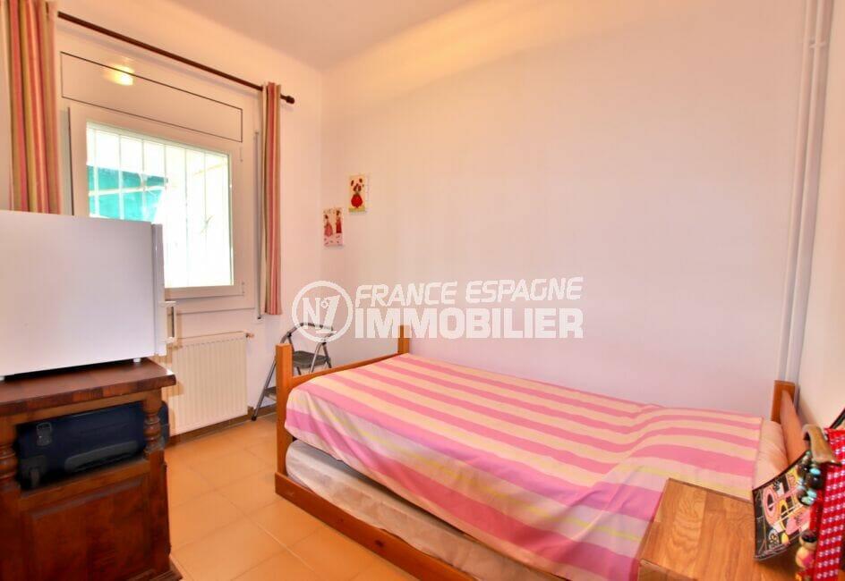 maison a vendre espagne bord de mer, 135 m² vue mer, quatrième des 4 chambres avec lit 1 place