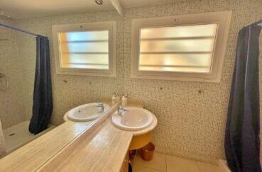 immocenter roses: villa 227 m² 3 chambres, 2° salle de bain avec baignoire