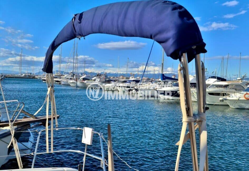 le port de rosas à 100 m, accueille de magnifiques embarcations de 6 m à 45 m