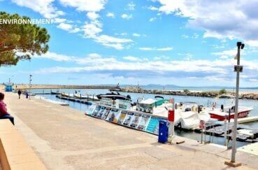 embrarcadère au port de rosas pour départ des excursions sur la baie et cap norfeu et cap creus