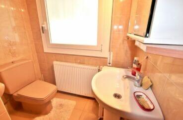 immocenter roses: 4 chambres 135 m², première salle d'eau avec douche et wc