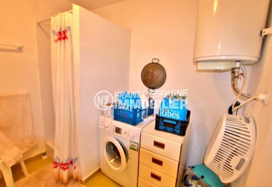 maison roses, 4 chambres 135 m², seconde salle d'eau avec emplacement lave linge
