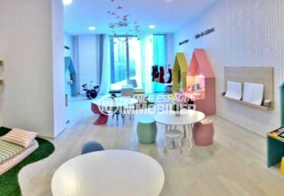 costa brava house: appartement 160 m² luxe, aire de jeux à l'intérieur de la résidence