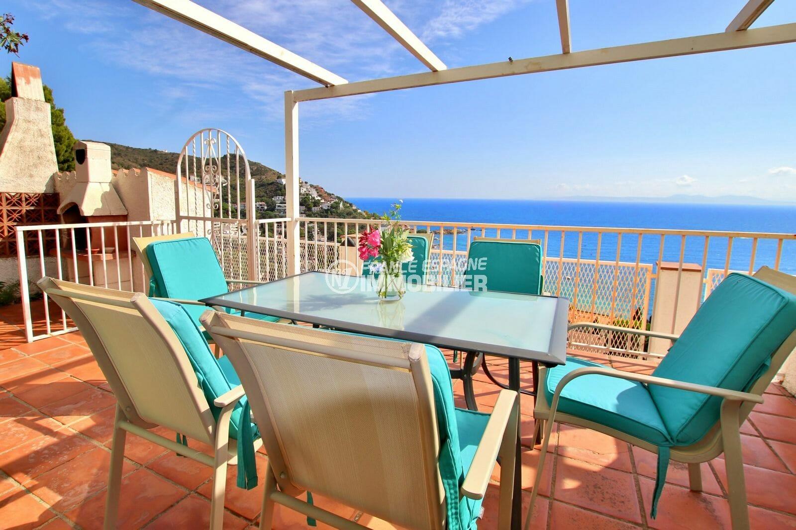 achat maison costa brava, 2 chambres 62m², terrasse vue sur mer, exposition sud, plage et commerces à 500 m