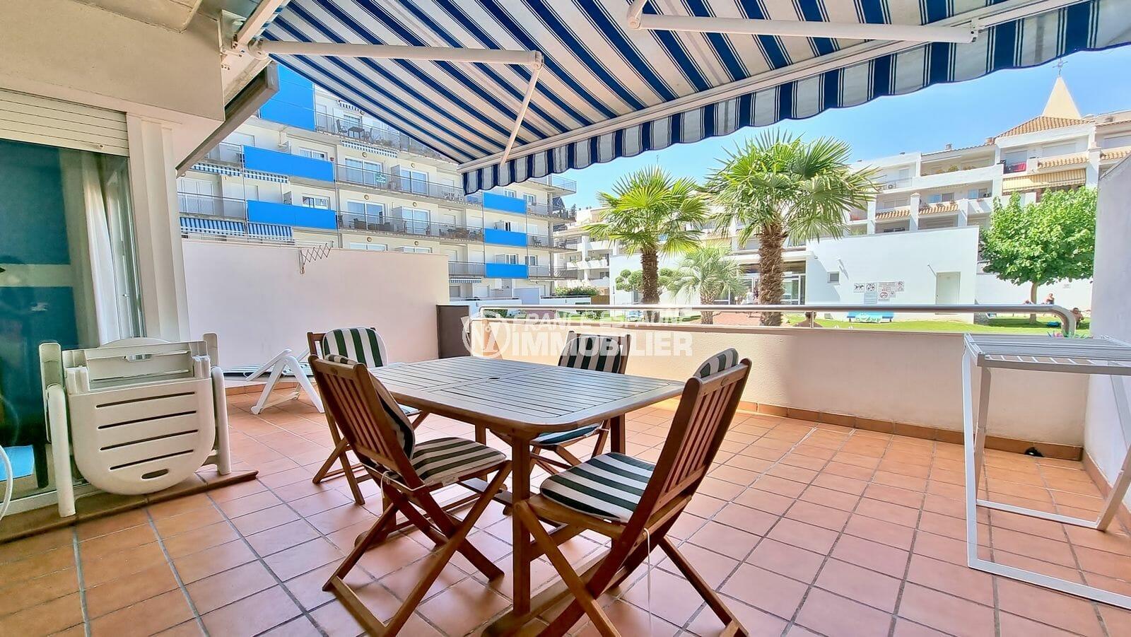 appartement rosas a vendre, 3 pièces 68 m², grande terrasse 34 m² avec accès direct piscine, exposition sud, proche plage