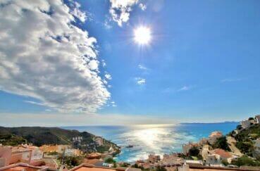 maison a vendre a rosas, 2 chambres 71m² avec 2 terrasses de 9 m² chacune, vue mer imprenable, proche plage et commerces