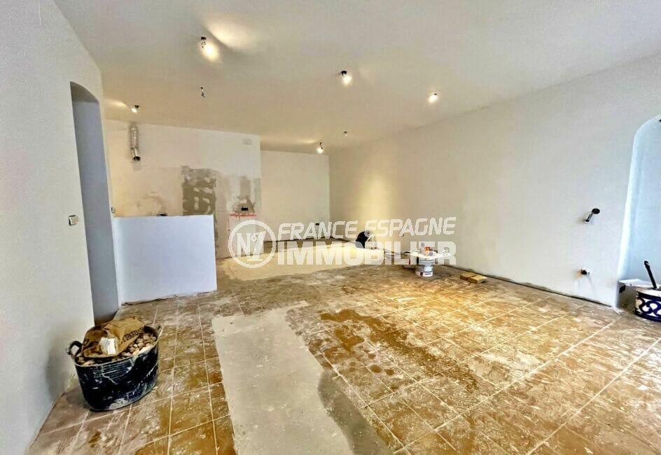 vente immobilière rosas: immeuble à terminer + commerce, 1° appartement