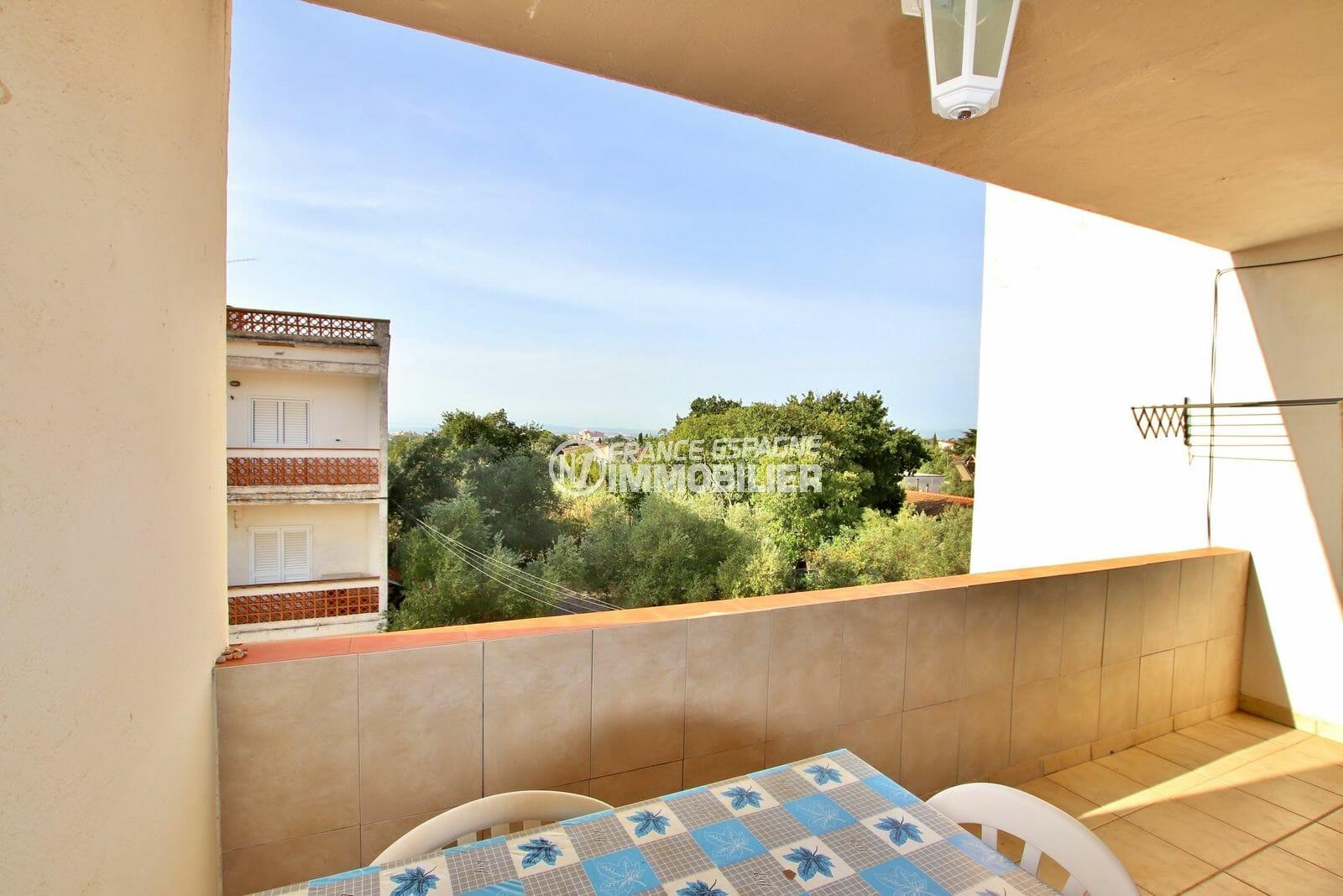 vente appartement rosas, 2 chambres 75 m², terrasse de 15 m² aperçu mer, parking privé. proche plage et comerces