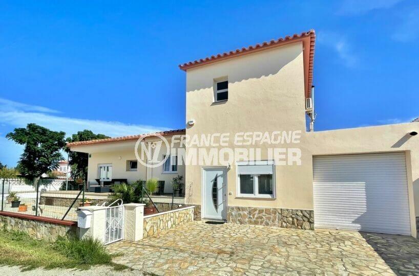 maison empuriabrava, 5 chambres 223 m² avec garage et parking cour intérieure