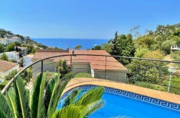 maison a vendre a rosas, 3 chambres 124 m², piscine, terrase vue mer, jardin de 286 m²