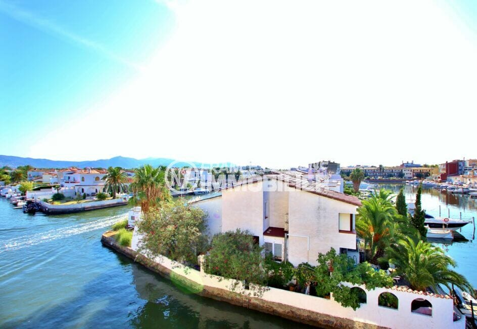 appartement empuria brava, 2 pièces 41 m², terrasse vue canal, exposition sud, parking. proche plage et commerces