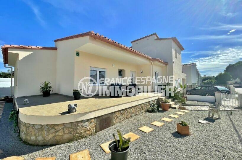maison a vendre empuriabrava, 5 chambres 223 m² avec 1 appartement indépendant et 1 studio, 500 m² de terrain, garage et parking.