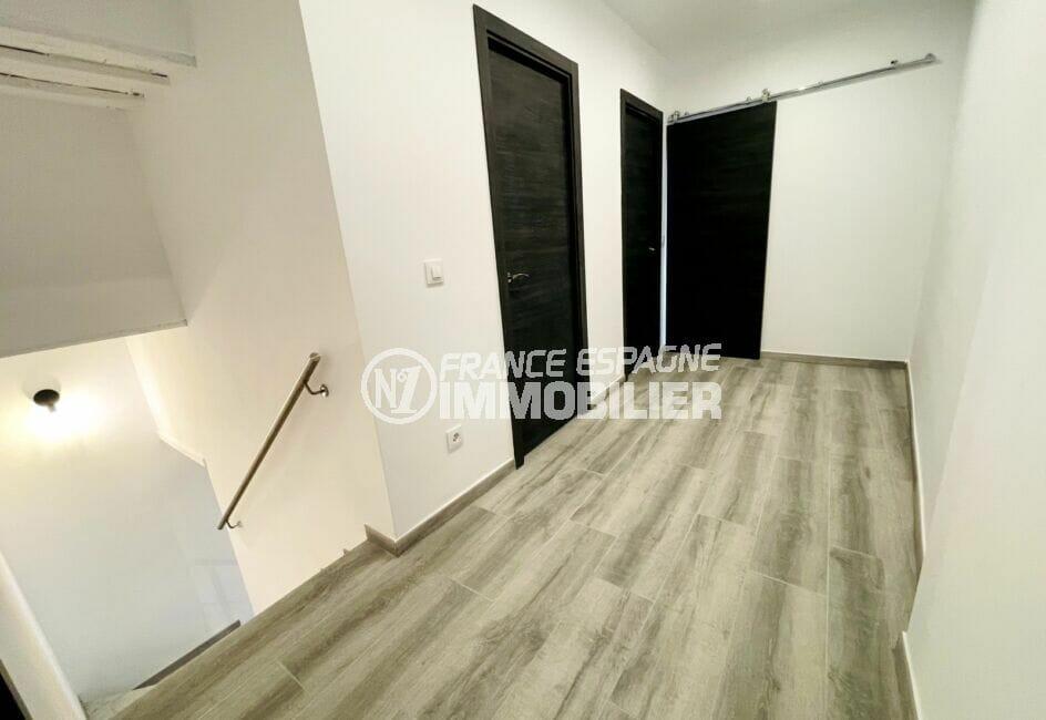 vente immobiliere rosas: villa 3 chambres 102 m², escalier avec chambres à l'étage