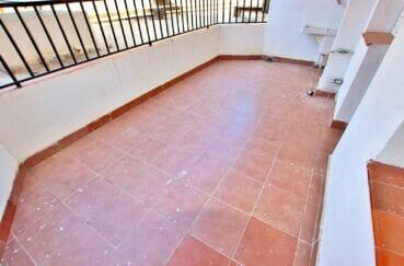 appartement a vendre roses, 3 pièces 67 m², jolie terrasse avec cellier, evier