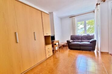 achat appartement espagne pas cher: studio 37 m² bien aménagé, salon avec balcon