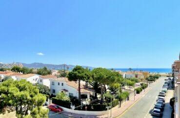 empuria immo: appartement atico 2 pièces 42 m², plage et commerces à 150 m