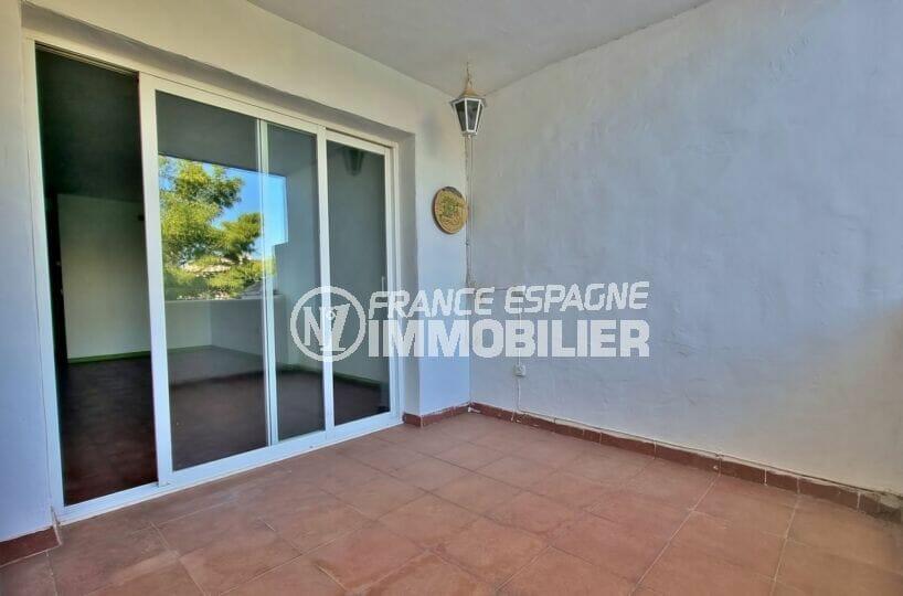 appartement a vendre rosas, 3 pièces 58 m², grande terrasse de 14 m², accès par le salon