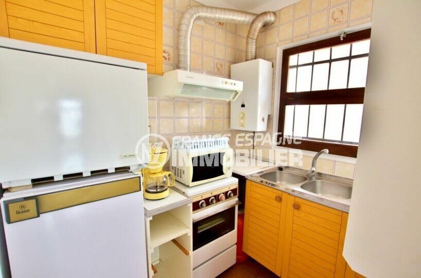 appartements a vendre a rosas, studio 36 m², cuisine aménagée et équipée, cuisinère, hotte