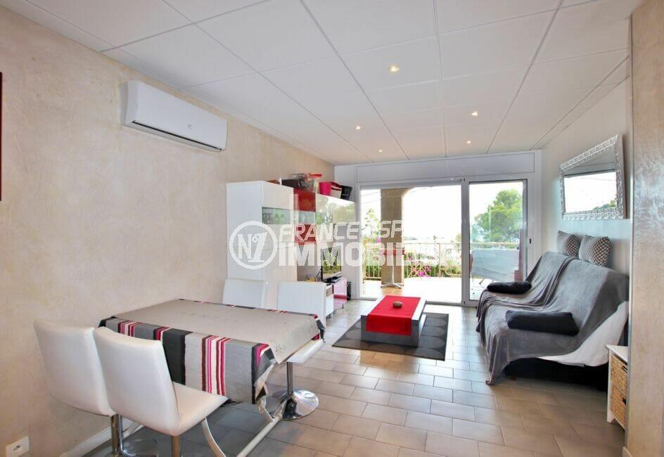 appartements a vendre a rosas, 2 chambres 64 m², salon / séjour avec climatisation
