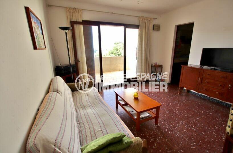 appartement à vendre à rosas espagne, 2 chambres 75 m², salon avec accès à la terrasse