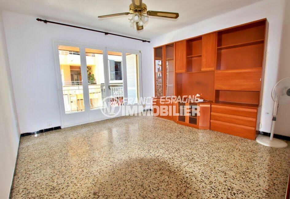 appartement à vendre à rosas, 3 pièces 67 m², salon/séjour avec balcon, ventilateur plafond