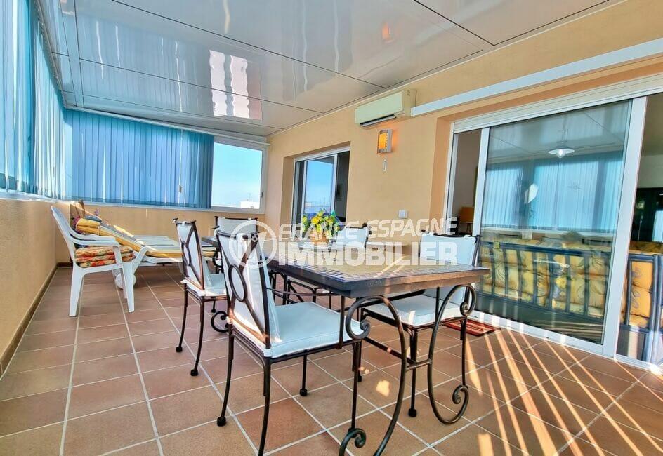 appartements a vendre a rosas, 2 chambres 70 m², grande véranda climatisée de 42 m²