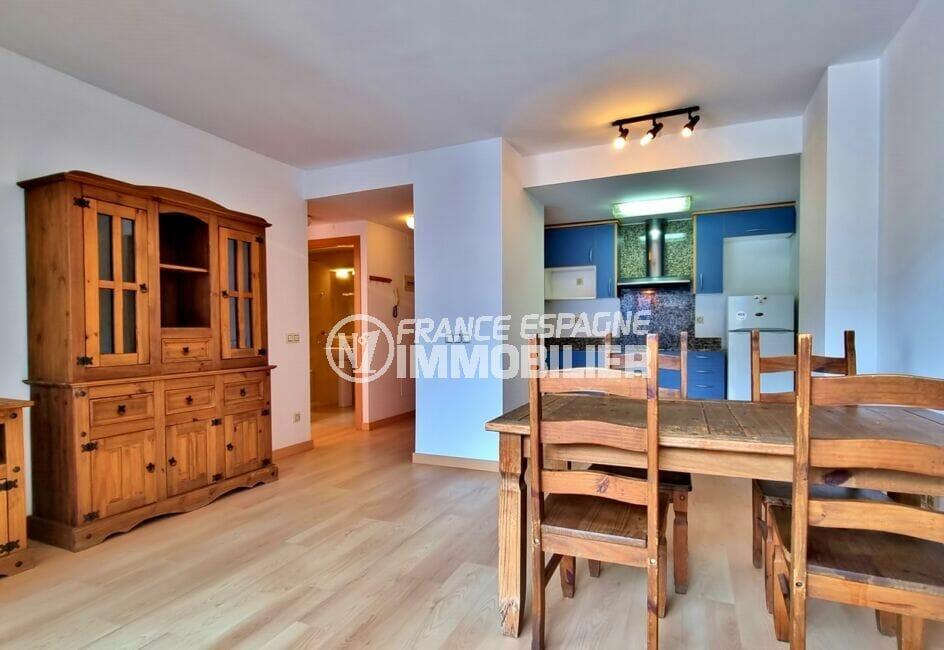 immo center rosas: appartement 2 pièces 56 m², salon/séjour avec cuisine ouverte