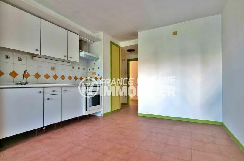 appartements a vendre a rosas, 3 pièces 58 m², cuisine équipée de plaques, hotte et four