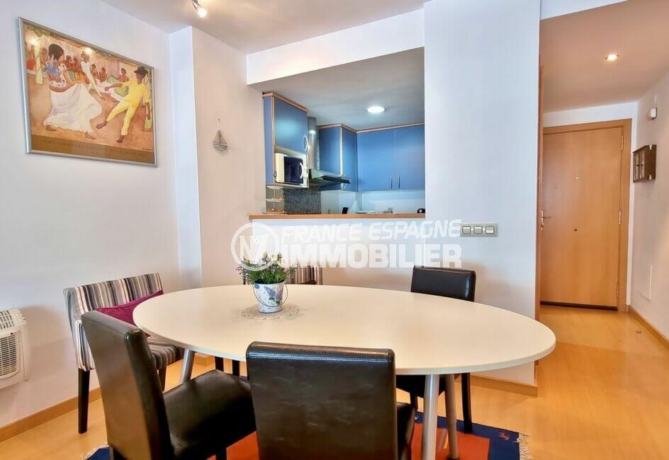 appartements a vendre a rosas, 3 pièces 68 m², joli séjour avec cuisine ouverte