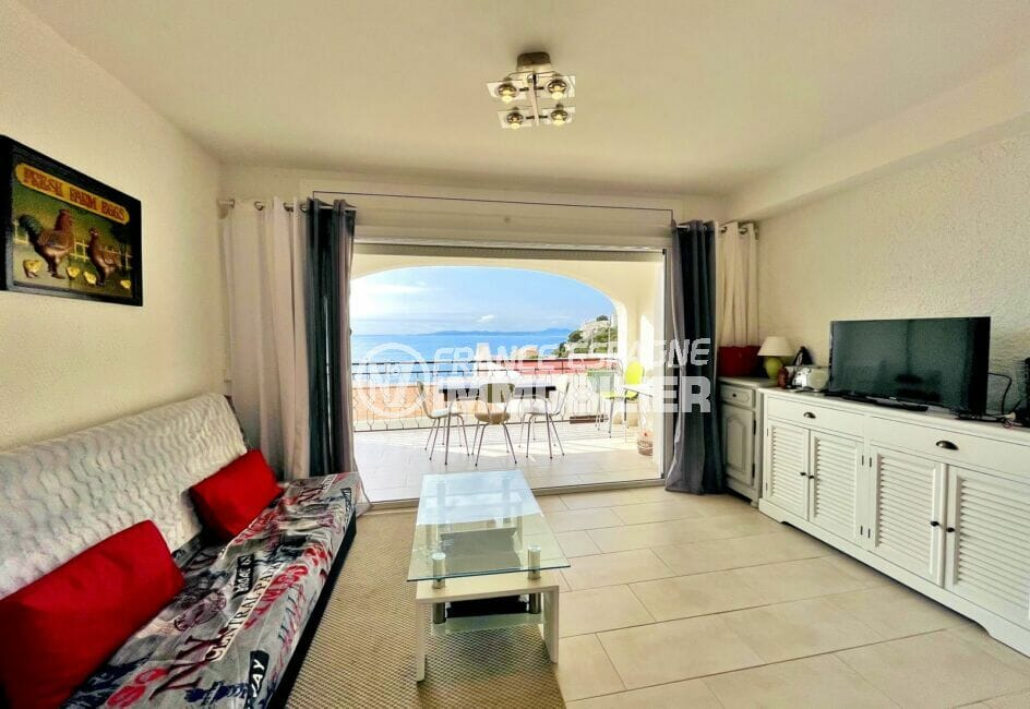 vente immobilière rosas: villa 2 chambres 71m², salon avec accès à la terrasse, vue mer