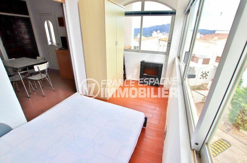 achat appartement rosas, studio 36 m², terrasse véranda avec canapé lit