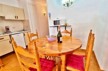immobilier espagne pas cher bord de mer: studio studio 37 m², coin cuisine avec plaques de cuisson