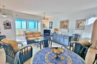 acheter appartement rosas, 2 chambres 70 m², séjour / salle à manger avec accès à la véranda