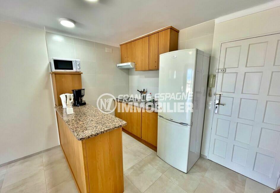 appartement à vendre à empuriabrava, 3 pièces vue mer 69 m², cuisine équipée de plaques et hotte