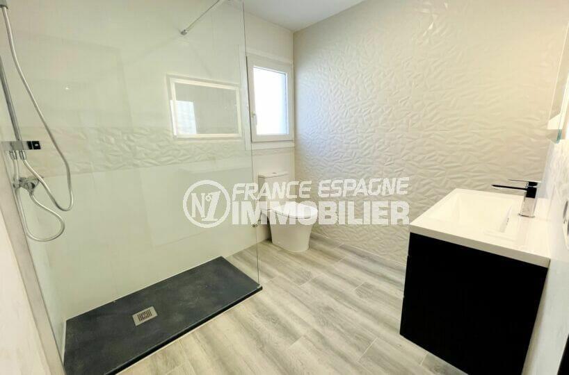 maison a vendre roses espagne, 3 chambres 102 m², salle d'eau avec douche à l'italienne et wc