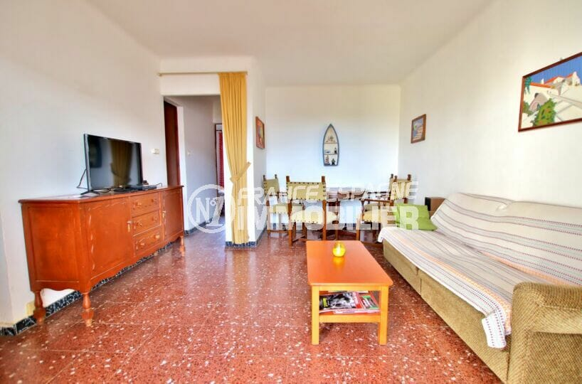 acheter appartement rosas, 2 chambres 75 m², salon/salle à manger avec canapé et table