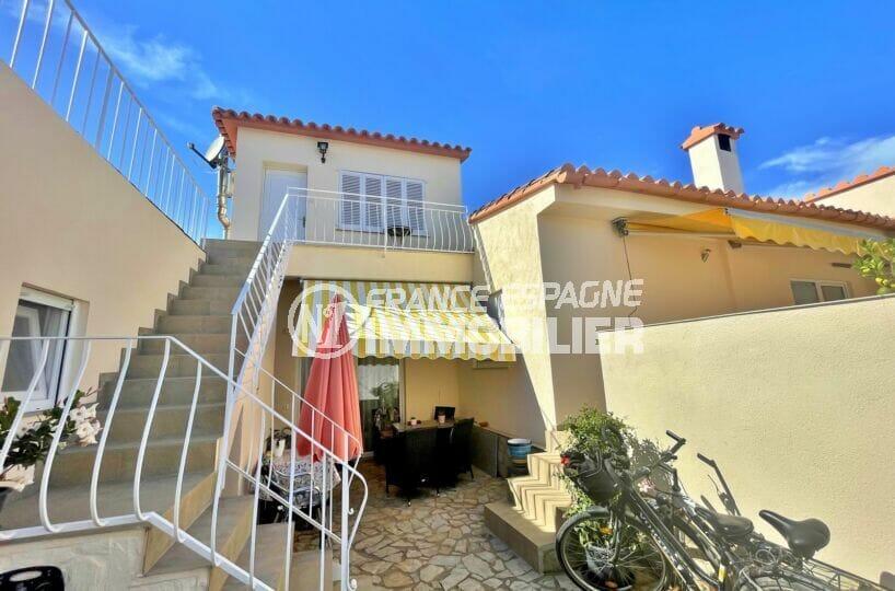 maison a vendre a empuriabrava, 5 chambres 223 m², escalier menant à l'appartement indépendant