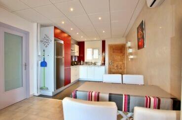 appartement à vendre à rosas espagne, 2 chambres 64 m², cuisine ouverte avec son coin repas
